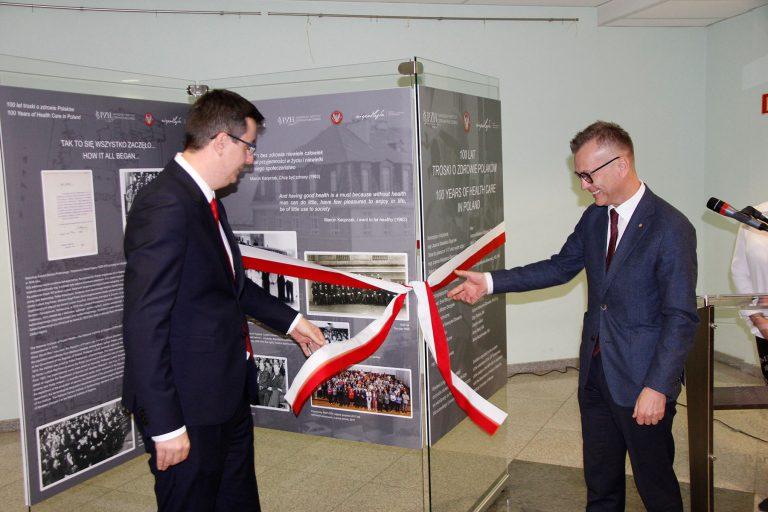 """Wystawa """"100 lat troski o zdrowie Polaków"""""""
