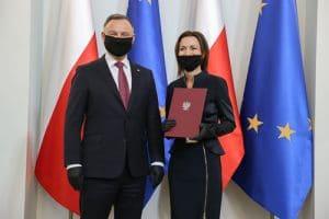 Prof. Aleksandra Czerw odbiera od Prezydenta RP tytuł naukowy